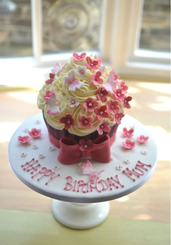 Giant cupcake with bow & flowers