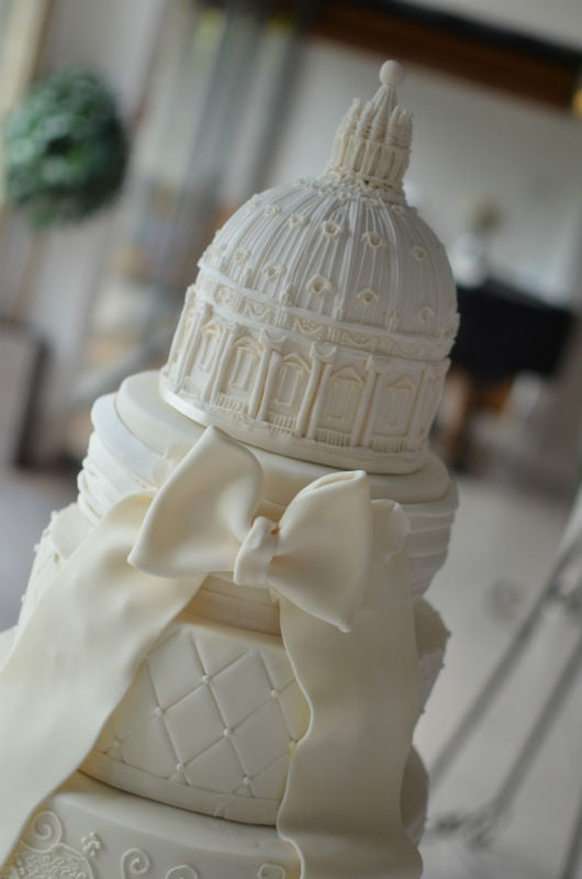 Back detail of St Paul's Basilica wedding cake
