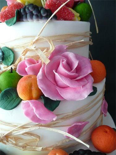 fruit-flowers-cake