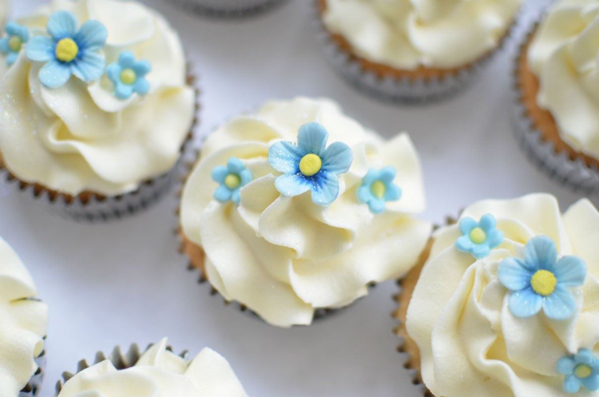 Forget me not cupcakes to go with matching wedding cake.